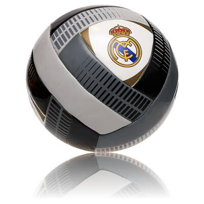 Real Madrid labda CRUZAR